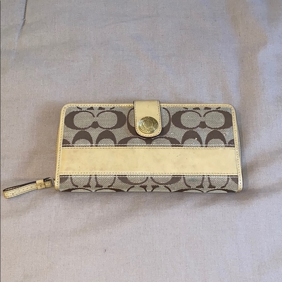 Coach Handbags - Coach Wallet
